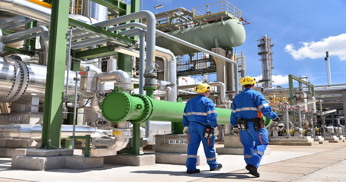 USING DATA-DRIVEN INSIGHTS TO CONVERT DOWNTIME TO UPTIME IN THE CHEMICALS INDUSTRY