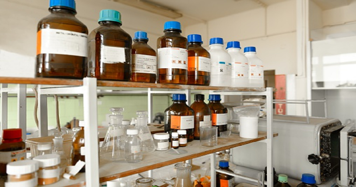 MAKING SENSE OF THE EXPIRATION OR RETEST DATE ON YOUR LAB'S CHEMICAL BOTTLES