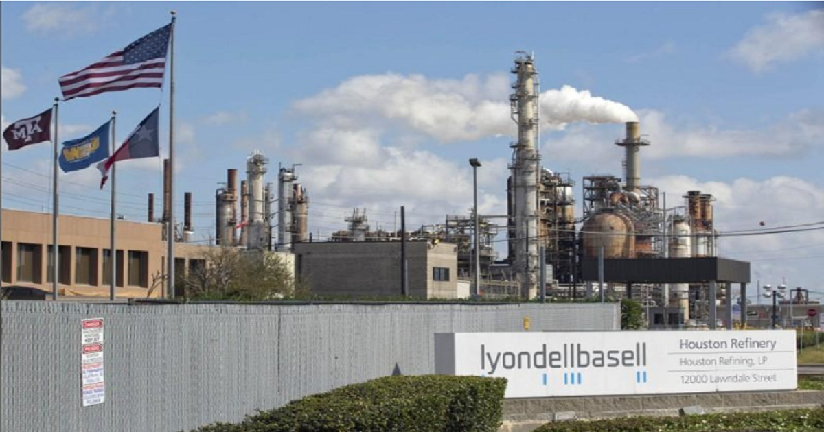 LYONDELL'S HOUSTON REFINERY FCCU OUTPUT CUT BECAUSE OF CHEMICAL PLANT UPSET